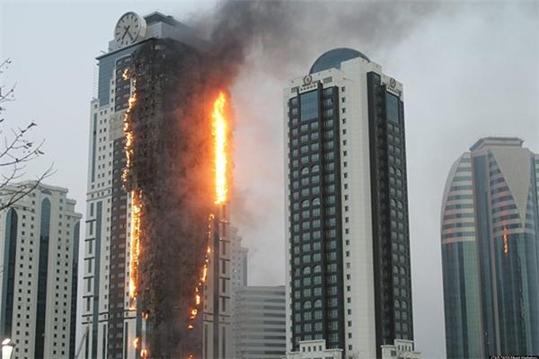 Phải xử trí thế nào nếu bị mắc kẹt trong một đám cháy tòa nhà cao ốc?